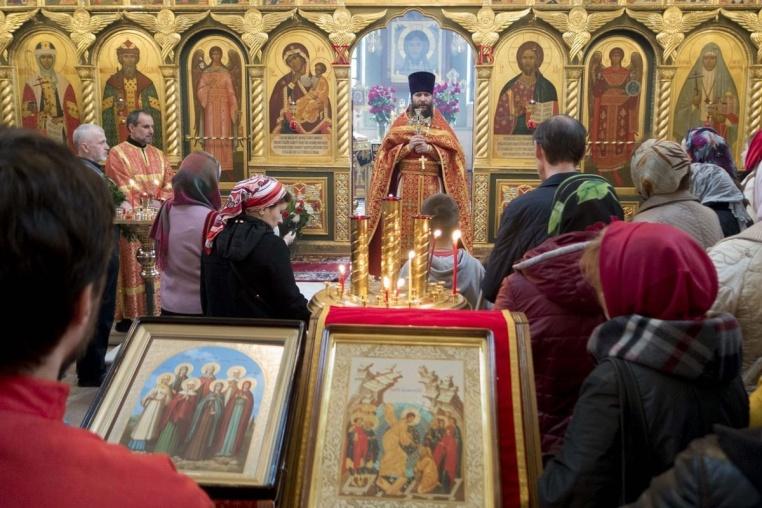 2015_04_26 Божественная литургия в Неделю жен-мироносиц