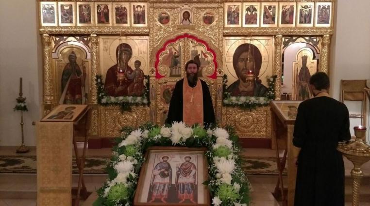 2015_11_13 Престол храма свв. Космы и Дамиана Асийских, всенощное