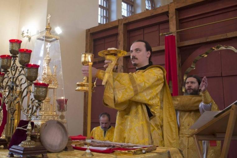 2015_11_14 Престол храма свв. Космы и Дамиана Асийских, Божественная литургия