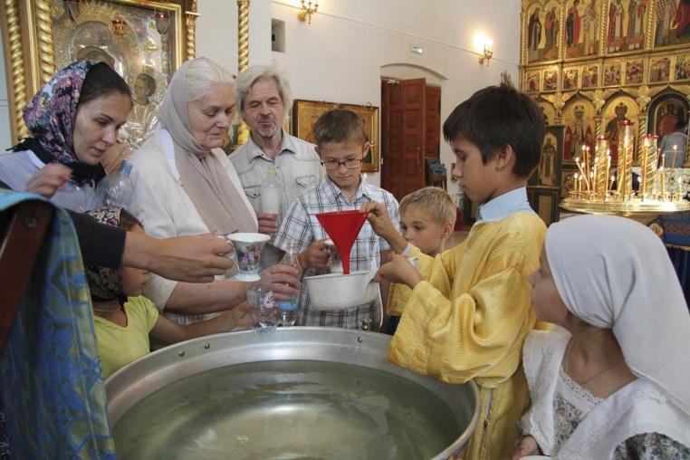 2016_08_28 Успение Богородицы, литургия, молебен