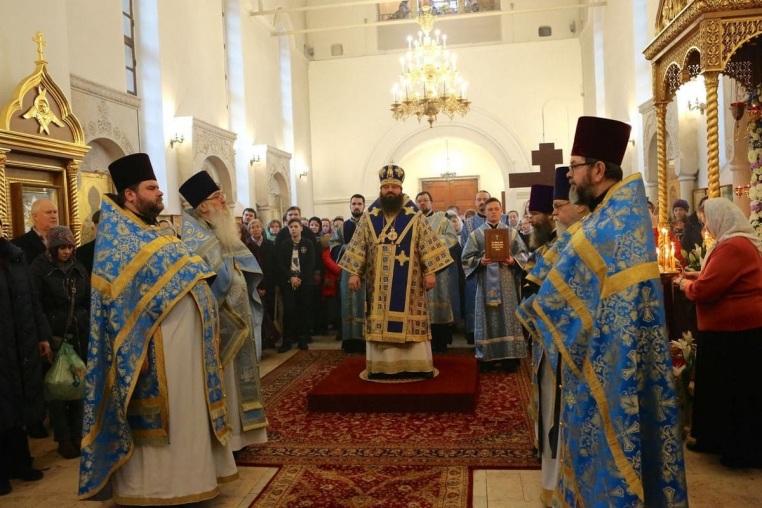 2020_02_03_Престольный праздник, Божественная литургия архиерейским чином (Фоторепортаж Ольги Комаровой)