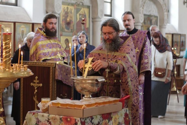 Произнесение Честных Древ Животворящего Креста Господня, Божественная литургия 14 августа 2019 года